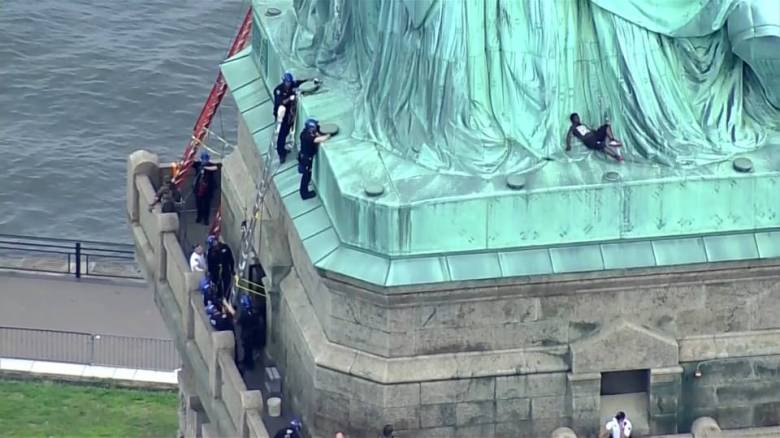 h6_statue-of-liberty-protest